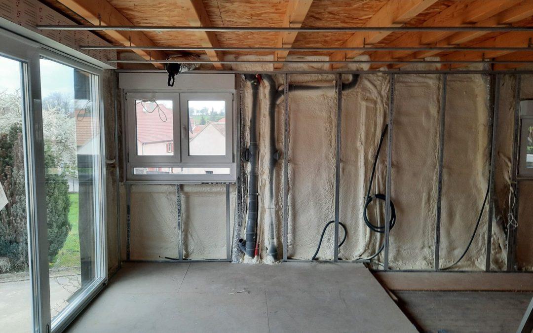 Isolation des murs par mousse Pu projetée à cellule fermée