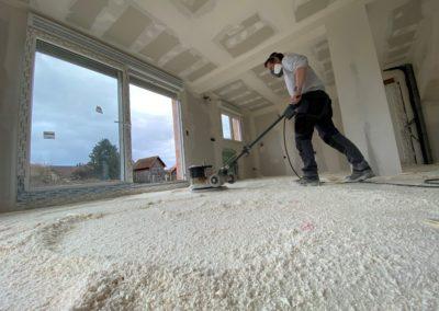 Isolation des sols par projection de mousse polyuréthane à Rhinau